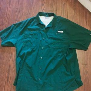 Men's Columbia Hunter green fishing shirt